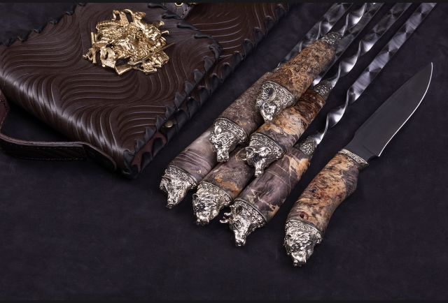 Эксклюзивный набор шампуров Звери Большие в чехле с ножом (Стабилизированный кап клёна, мельхиор)