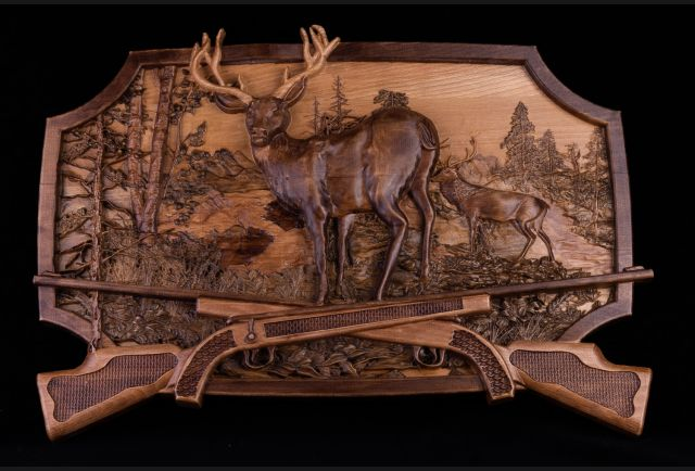 Резная деревянная картина Охота на оленя