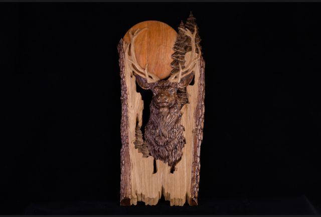 Панно резное Олень из дерева