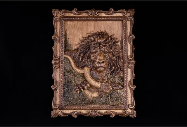 Панно резное Лев из дерева